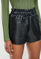 Missguided - Faux leather elasticated waist short - black