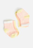 Cotton On - 3 pack baby socks - musk melon/lemon pop stripe