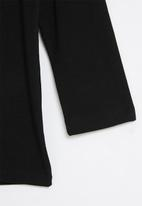 Sissy Boy - Basic 3/4 sleeve top with branded artwork - black
