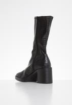 Public Desire - Generate boot - black