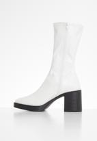 Public Desire - Generate boot - white