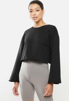 Blake - Fleece bell sleeve cropped sweater - black