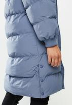 Missguided - Faux fur trim hooded longline puffer - blue