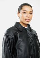 Cotton On - Vegan leather quilted bomber - black