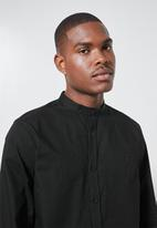 Superbalist - Lee regular fit mandarin oxford shirt - black