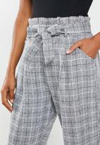 Missguided - Petite paperbag waist trousers - grey