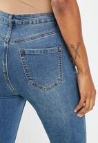 Missguided - Petite sinner distress knee high-waist jean - blue