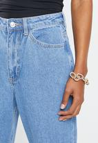 Missguided - Petite riot high waisted mom jean - blue