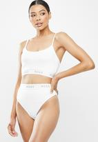 Missguided - Missguided cami bra high leg knickers set - white