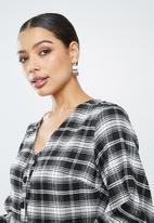 Missguided - Button thru plunge smock dress check - black & white