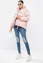 Missguided - Gathered waist pocket puffer - pink