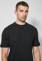 Superbalist - 2 Pack siya mandarin golfer - black & white