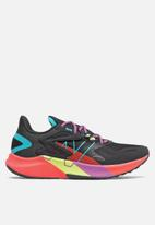 New Balance  - FuelCell Propel RMX - black
