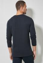 Superbalist - 2-Pack nate long sleeve crew neck tee - neutral & navy