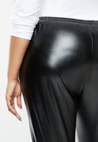 Missguided - Plus faux leather jogger trouser - black