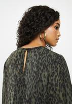 Missguided - Plus size leopard midaxi smoc - green & black