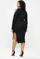 Missguided - Plus slouchy cut out shoulder midi dress - black