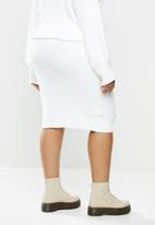 Missguided - Plus fluffy ribbed midi skirt co-ord -white