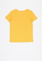 GUESS - Guess triangle tee - sunny yellow