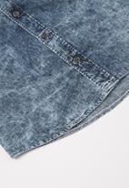 GUESS - Boys short sleeve denim shirt - blue