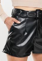 Missguided - Faux leather belt detail short - black