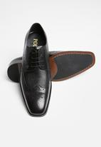 POLO - Gibson leather pin punch wing cap - black