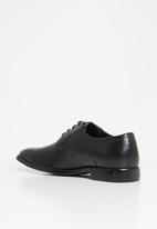 POLO - Gibson leather pin punch padded collar - black