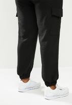 Blake - Cargo paperbag pant - black