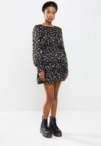 Missguided - Petite floral shirred waist mini dress - black