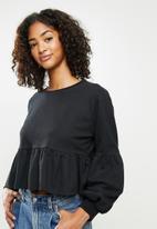 Blake - Fleece tiered cropped sweater - black