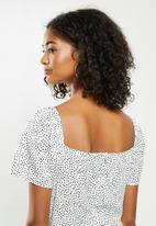 Blake - Puff sleeve midi dress with slit - white & black