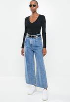 Missguided - Skinny rib knitted v-neck bodysuit - black