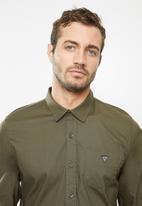GUESS - Long sleeve guess core poplin shirt - olive