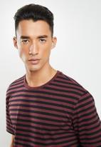 Only & Sons - Jamie life short sleeve stripe reg tee - burgundy & black