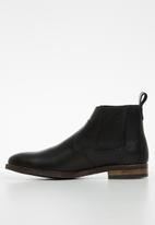 Superbalist - Jeffe leather chelsea boot - black