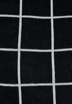 Superbalist - Check pattern crew knit - black & white