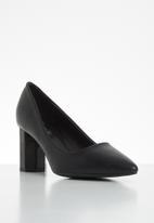 Butterfly Feet - Octavia court - black