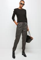 edit - Check woven jogger - grey & black