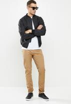 GUESS - Fashion chino pant - brown