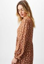 Cotton On - Woven kimberly babydoll long sleeve maxi dress - riddle ditsy leaf brown