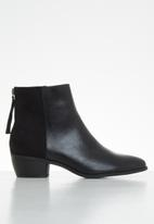 Butterfly Feet - Saddle ankle boot - black