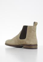 Superbalist - Jeffe leather chelsea boot - neutral
