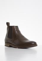 Superbalist - Jeffe leather chelsea boot - brown