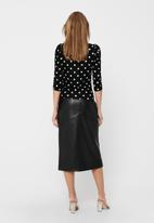 Jacqueline de Yong - Hailey dot 2/4 o-neck top - black dot