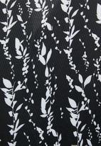 edit - V-neck Tee Dress - black