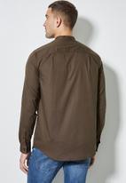 Superbalist - Lee regular fit mandarin oxford shirt - brown