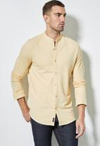 Superbalist - Lee regular fit mandarin knit shirt - yellow