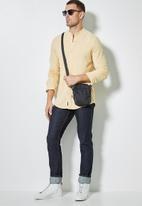 Superbalist - Lee regular fit mandarin knit shirt - yellow