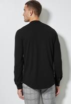 Superbalist - Lee regular fit mandarin knit shirt - black