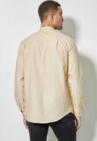 Superbalist - Lee regular fit mandarin oxford shirt - beige